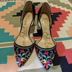 Gorgeous embroidered Sam Edelman heels 😍